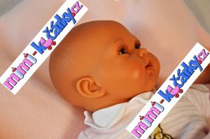 Mluvící realistická panenka Antonio Juan Pekess 29 cm