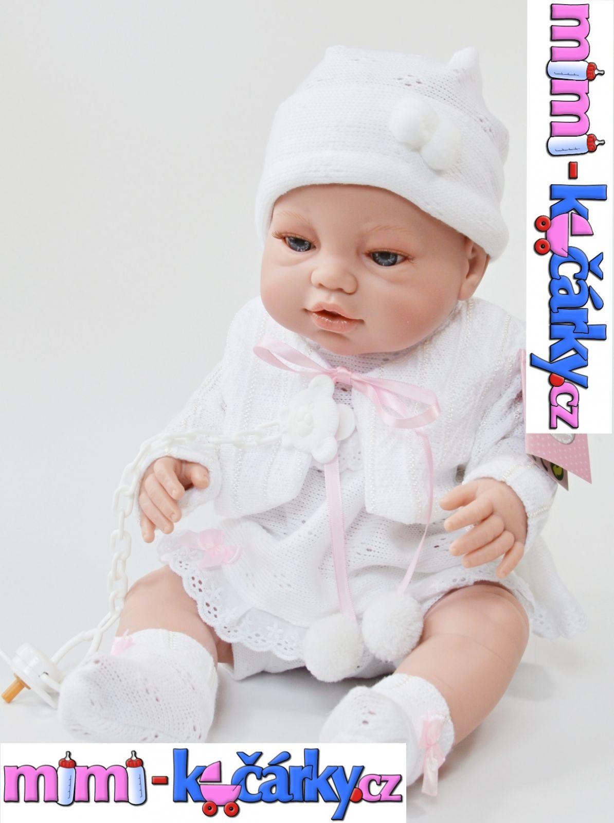Španělská realistická panenka Berbesa Angels v bílém oblečení 42 cm