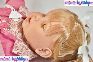 Velká mrkací a mluvící realistická panenka Berbesa Dulsone růžový svetřík 62 cm